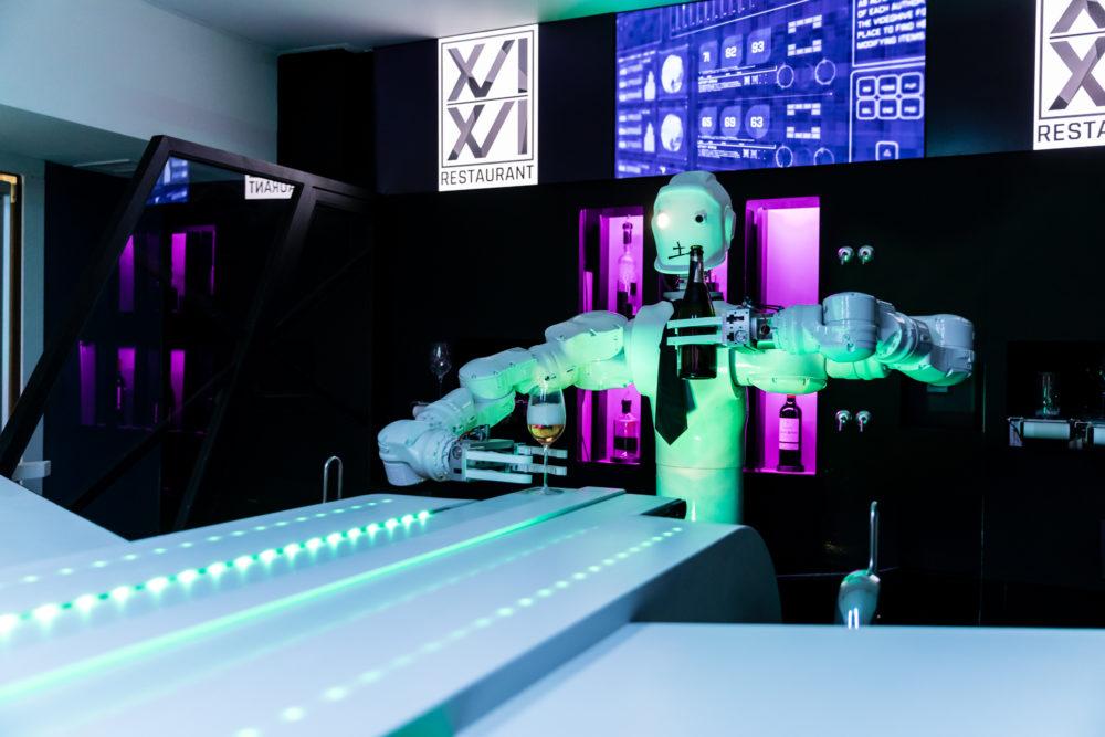 Robot bartender R1B1 at Restaurant Le XVI XVI