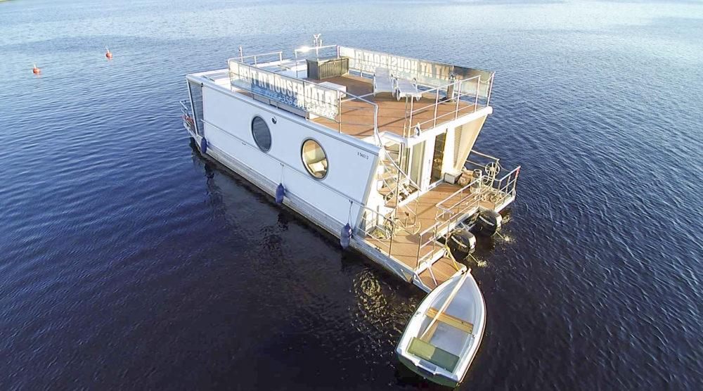 Houseboat Deluxe